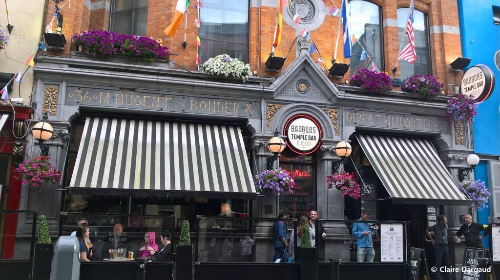 le Bad Bobs, un bar qui ne désemplit pas même en étant au bout de Fleet Street (Essex St E) Crédit photo : Claire Dargaud