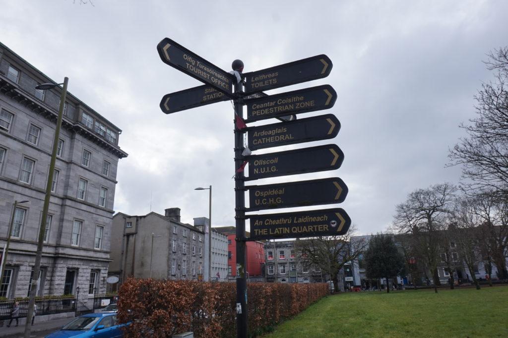 panneaux routier mots basiques à savoir en Irlandais