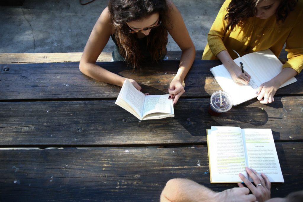 Apprendre l'anglais à l'étranger avec un partenaire de langue
